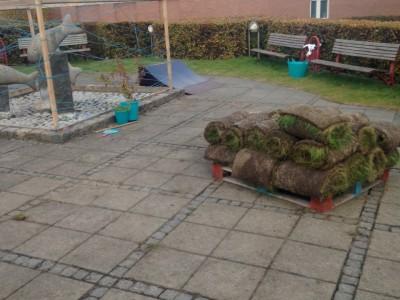 Torvet tomt græsset væk 20151020