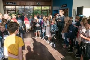 Skolebørnene sang på Langå station 2017